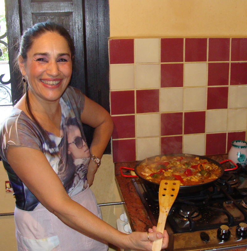 Manoli-teaches-paella