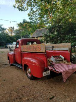 Vintage truck at Das Peachhaus